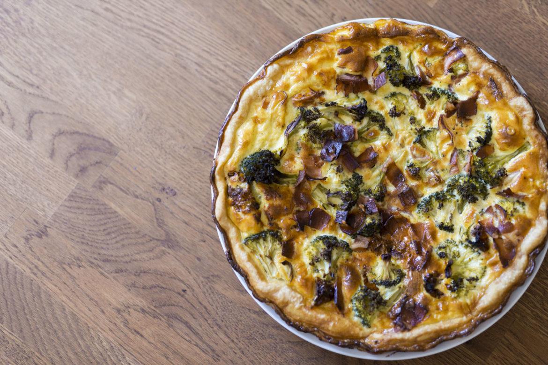 Francouzský slaný koláč Quiche s brokolicí / Recept